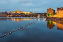 Praga en la noche Imagenes de archivo