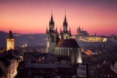 Praga en la puesta del sol imagen de archivo