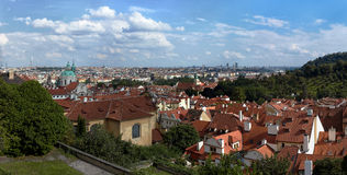 Praga en panorama Imagen de archivo libre de regalías