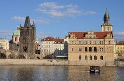PRAGA, FEB - 23: Bedrich Smetana muzeum i Stary miasteczko mosta wierza Fotografia Royalty Free