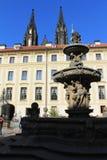 Praga - fontana al castello di Praga Immagine Stock