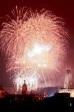 Praga - fuegos artificiales de los Años Nuevos sobre la ciudad vieja. Fotografía de archivo libre de regalías