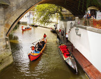 Praga, gondola veneziana, crociera romantica Immagine Stock