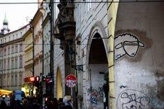 PRAGA, GRUDZIEŃ - 07: Graffiti kózka na ścianie, 2016 w Prag Zdjęcie Stock