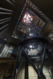 Praga, interno di Città Vecchia Corridoio (XV secolo) Pozzo delle scale e pozzo dell'ascensore, repubblica Ceca Fotografia Stock