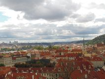 Praga jest pięknym i ciepłym miasta A widokiem amaing Praga obrazy royalty free