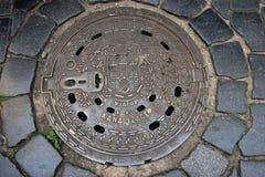 Praga kanału ściekowego manhole zdjęcie stock