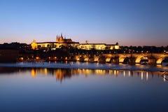 Praga kasztel i Charles most Zdjęcie Stock