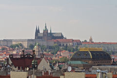 Praga kasztel i Krajowy teatr Fotografia Stock