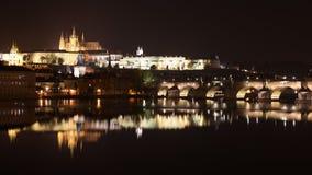 Praga kasztel przy nocą zdjęcie stock