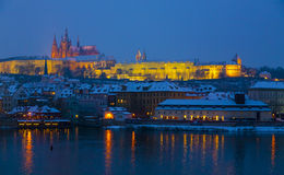 Praga kasztel przy półmrokiem Fotografia Stock