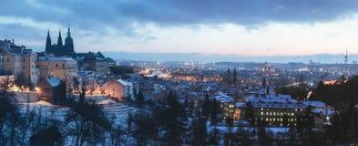 Praga kasztel w zima rankach fotografia stock