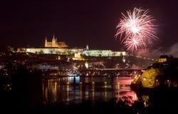Praga kasztelu fajerwerki fotografia royalty free