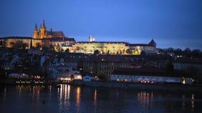 Praga katedra po zmierzchu w jesieni zbiory