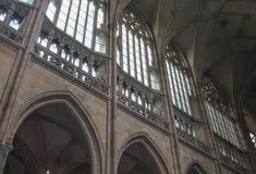 Praga; La repubblica Ceca; 18 ottobre 2017; Parete della st Vitus Cathedral con le volte, il vetro ed il tetto Fotografie Stock Libere da Diritti