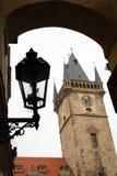 Praga latarnia uliczna na chmurnym dniu w jesieni i zdjęcie royalty free