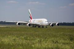 PRAGA - Lipiec 1, 2015: Emiraty Aerobus A380 przy Vaclav Havel Lotniskowy Praga na Lipu 1, 2015 Fotografia Royalty Free