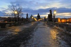 Praga, madrugada del puente de Charles Fotos de archivo