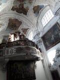 Praga muzealnych barokowych gothic czaszek sztuki współczesnej barokowy koncert odnawił gothic ossuary tkaczów statuy deathes fotografia stock