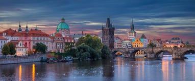 Praga no nascer do sol fotos de stock royalty free