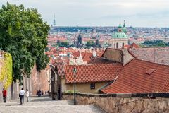 Praga pejzaż miejski od Grodowych schodków - republika czech fotografia stock