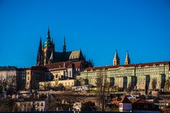 Praga pejzaż miejski blisko kasztelu obraz stock