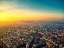 Praga powietrzny lato nad namesti miru słonecznym dniem fotografia stock