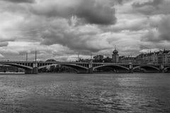 Praga przerzuca most Jiraskuv najwięcej, Vltava rzeka Fotografia Stock