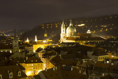 Praga przy nocą, St Nicholas kościół, republika czech (Malà ¡ Strana) Obrazy Royalty Free