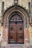 Praga, puerta en estilo barroco Fotografía de archivo