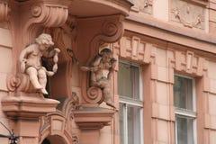 Praga. Querubes en polvo.   Foto de archivo