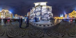 Praga - 2018: Reloj astronómico de Praga en la tarde Otoño panorama esférico 3D con ángulo de visión 360 Aliste para el reali vir imagen de archivo libre de regalías