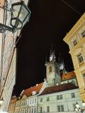 Praga, República Checa - 1º de novembro de 2018 igreja de nossa senhora antes do ½ n de Tàna noite fotos de stock royalty free