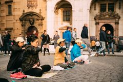 Praga, República Checa Contratan al pueblo chino a la meditación foto de archivo libre de regalías
