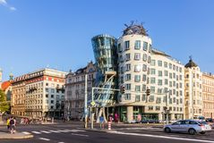Praga, república checa 18 de agosto de 2018: Casa ou Fred de dança imagens de stock