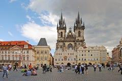 PRAGA, REPÚBLICA CHECA - 28 DE AGOSTO DE 2011: El ingenio del cuadrado central Imágenes de archivo libres de regalías