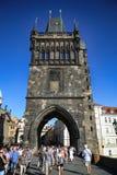 PRAGA, REPÚBLICA CHECA - 24 DE AGOSTO DE 2016: El caminar y retrete de la gente Fotografía de archivo libre de regalías