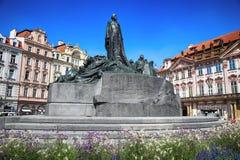 PRAGA, REPÚBLICA CHECA - 24 DE AGOSTO DE 2016: Monumento de Jan Hus encendido Fotos de archivo libres de regalías