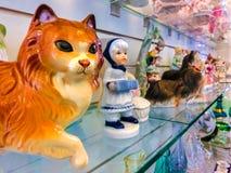 Praga, República Checa - 31 de diciembre de 2017: Algunas estatuas de gatos Imagen de archivo libre de regalías