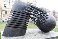PRAGA, REPÚBLICA CHECA - 20 DE DICIEMBRE DE 2015: Foto del físico Nikola Tesla del monumento Fotos de archivo libres de regalías