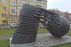 PRAGA, REPÚBLICA CHECA - 20 DE DICIEMBRE DE 2015: Foto del físico Nikola Tesla del monumento Imagenes de archivo