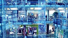 PRAGA, REPÚBLICA CHECA - 3 DE DICIEMBRE DE 2016 La Navidad adornó la alameda de compras moderna Palladium Imagen de archivo libre de regalías