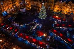 PRAGA, REPÚBLICA CHECA - 22 DE DICIEMBRE DE 2015: Vieja plaza en Praga, República Checa Foto de archivo libre de regalías