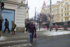 Praga, República Checa - 10 de enero de 2017 día usual en la ciudad Imágenes de archivo libres de regalías