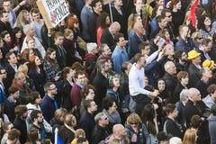 PRAGA, REPÚBLICA CHECA - 15 DE MAIO DE 2017: Demonstração no quadrado de Praga Wenceslas contra o governo e o Babis atuais Imagens de Stock