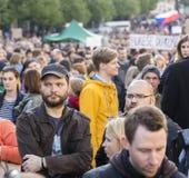 PRAGA, REPÚBLICA CHECA - 15 DE MAIO DE 2017: Demonstração no quadrado de Praga Wenceslas contra o governo e o Babis atuais Foto de Stock