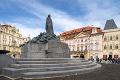 PRAGA, REPÚBLICA CHECA - 5 DE MARÇO DE 2016: estátua de Jan Hus, o O Imagens de Stock