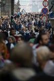 Praga, República Checa - 10 de março de 2018: multidão de povos nas ruas fotografia de stock