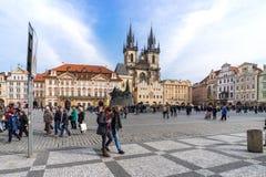 PRAGA, REPÚBLICA CHECA - 5 DE MARZO DE 2016: Vieja plaza en Pragu Imagen de archivo