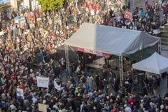 PRAGA, REPÚBLICA CHECA - 15 DE MAYO DE 2017: Demostración en el cuadrado de Praga Wenceslao contra el gobierno y el Babis actuale Foto de archivo
